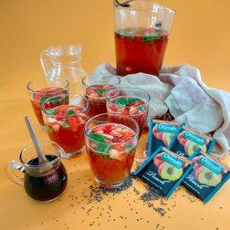 PEACH AND STRAWBERRY FIZZ WITH TEA PEARLS