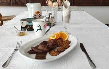 Venison tenderloin with black tea sauce